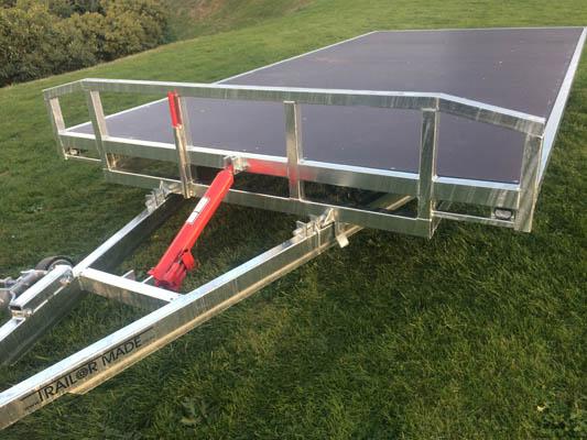 Tilting Flat Deck